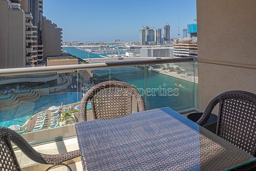Bright apt, with Stunning Palm and Marina View