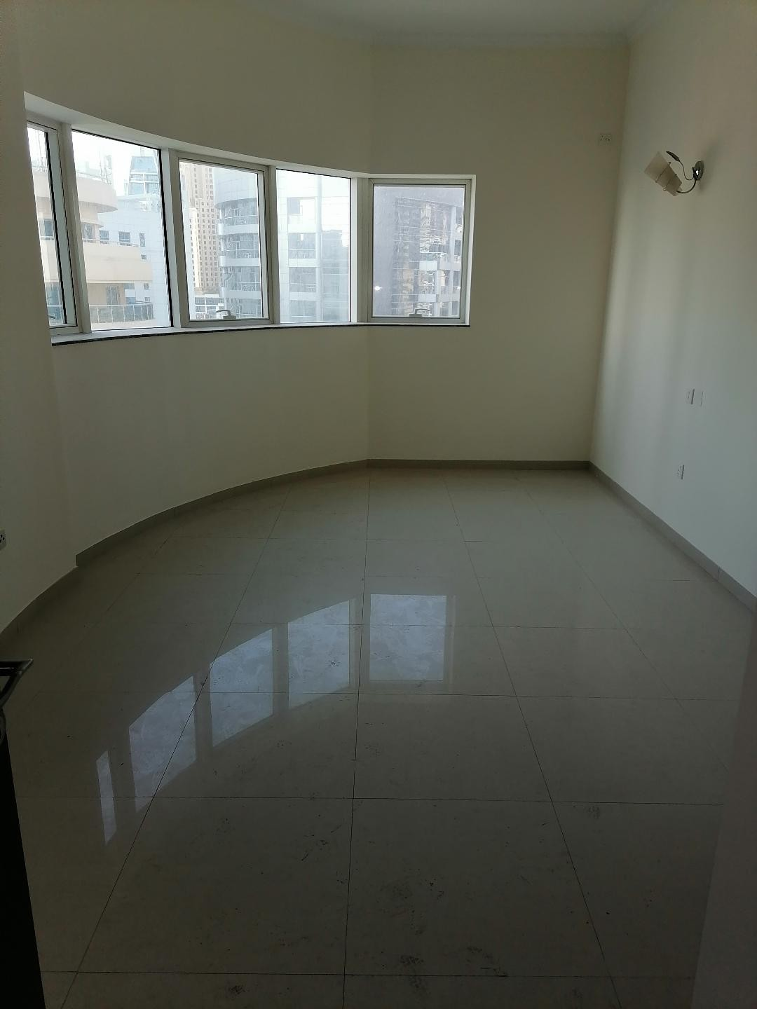 Marina , 3 b/r with chiller free , 4 cheques , balcony , partial marina view