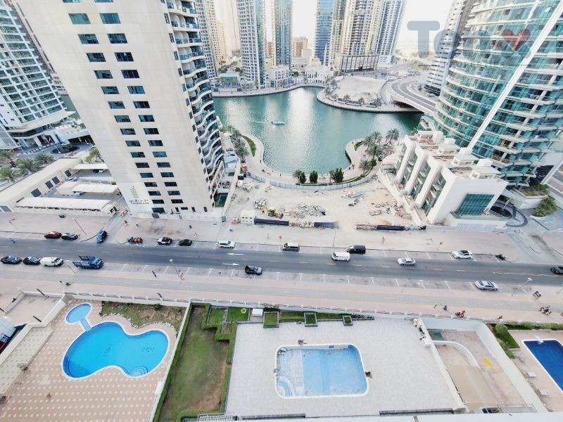 Fully Upgraded| 2BR Apt| Lovely View of Marina