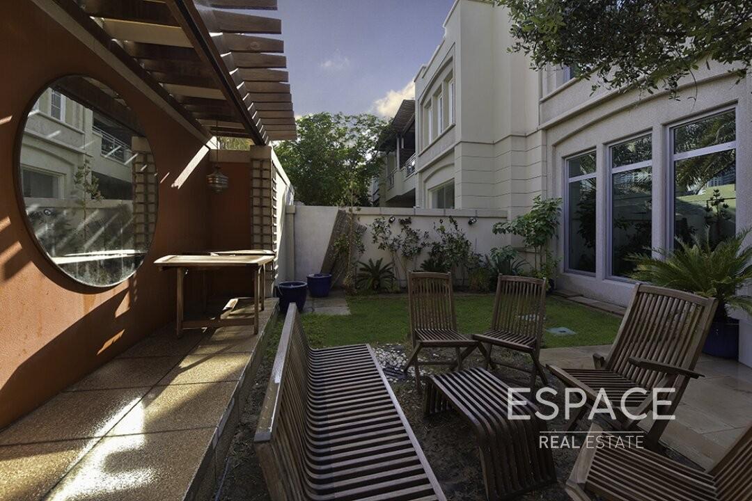 Exclusive Upgraded 3 Beds Villa| Terrace