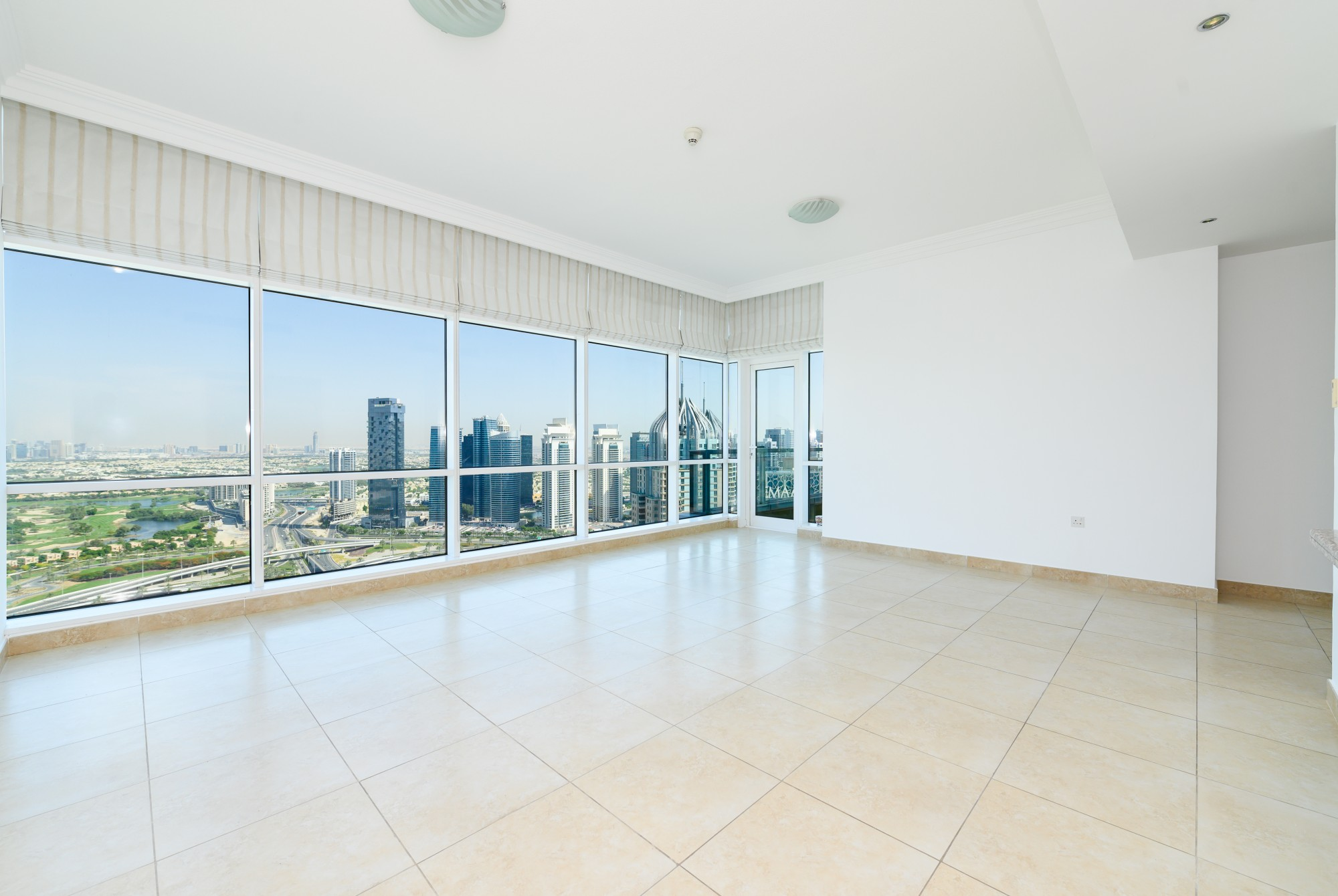 Golf Course View Chiller Free, High Floor