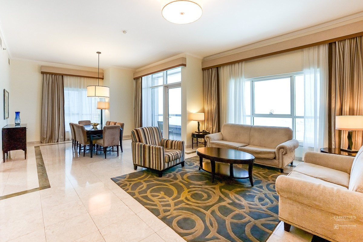 Luxurious and Spacious 3 bed apartment in Marina