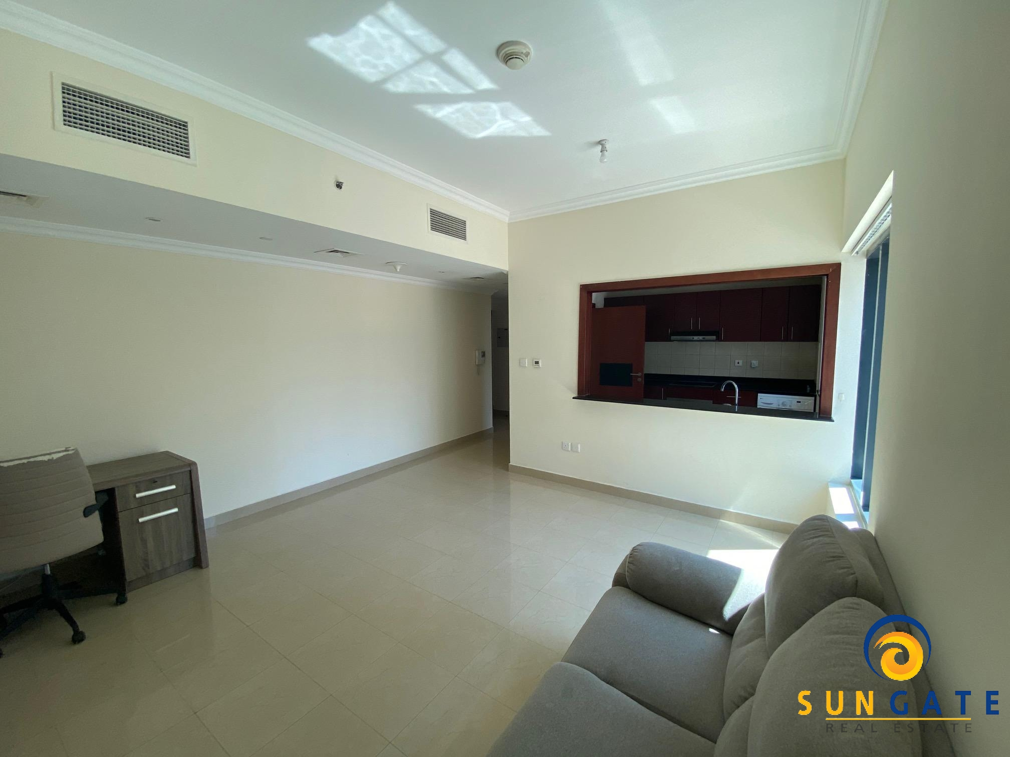 Nearby Mall and Metro excellent condition