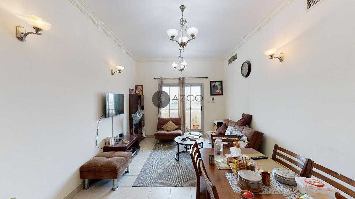 Massive unit in a family building |Special price