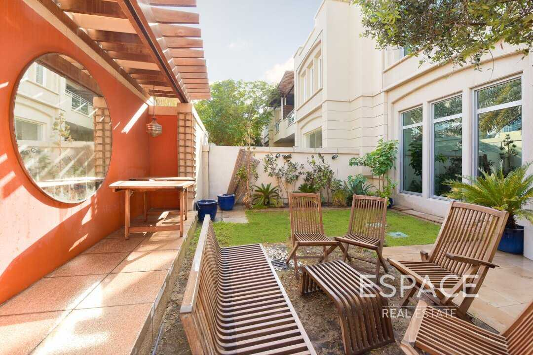Exclusive 3 Beds Villa Upgraded with Terrace