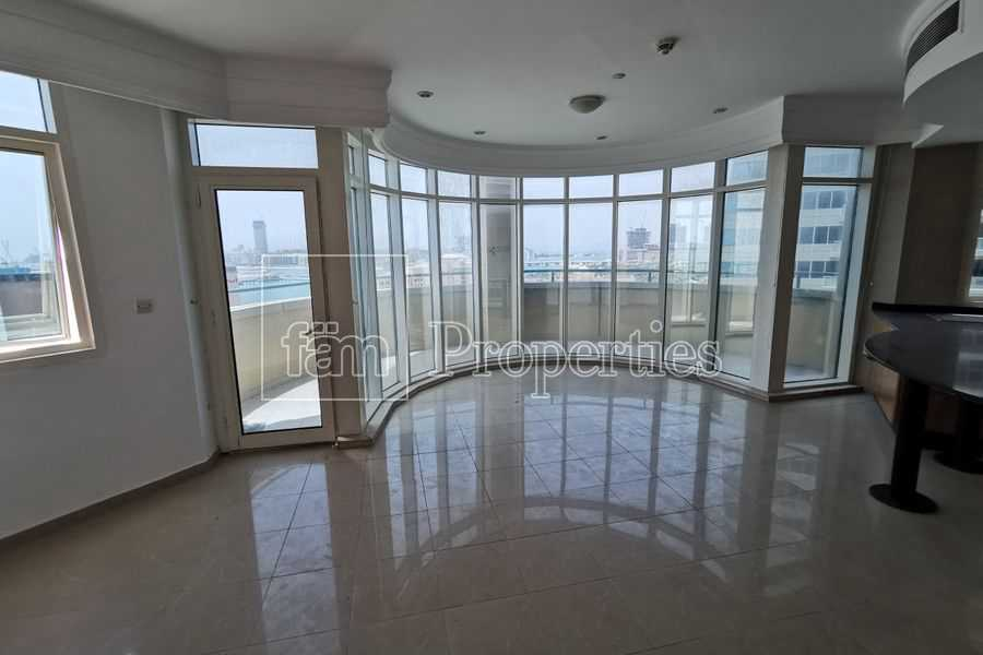 Spacious   Full Sea View   Chiller Free