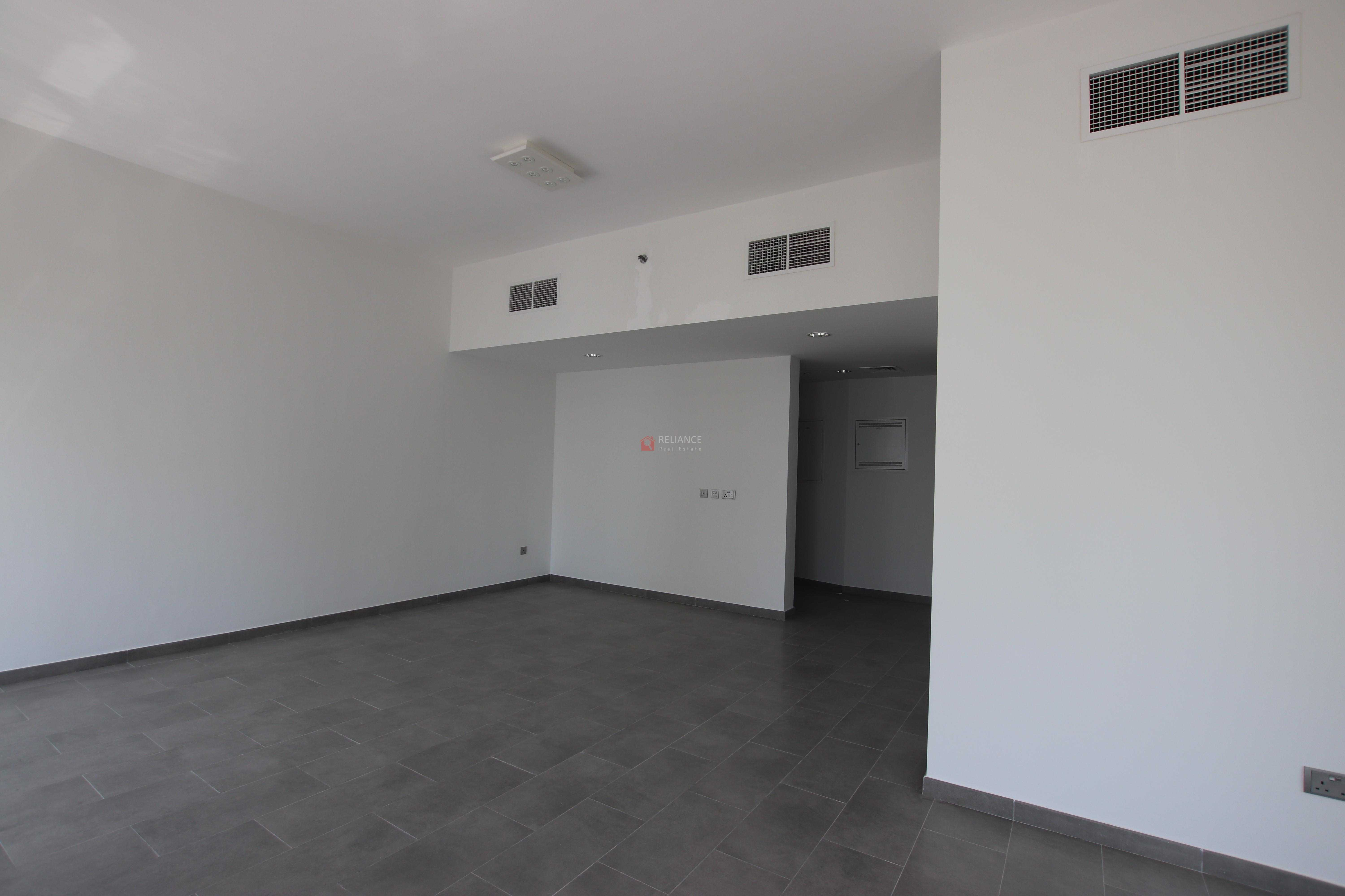 large 1 bedroom with balcony for rent in Jam Marina