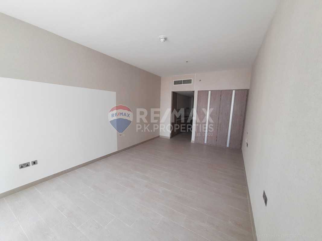 Bright And Spacious   Luxury building   Sea view