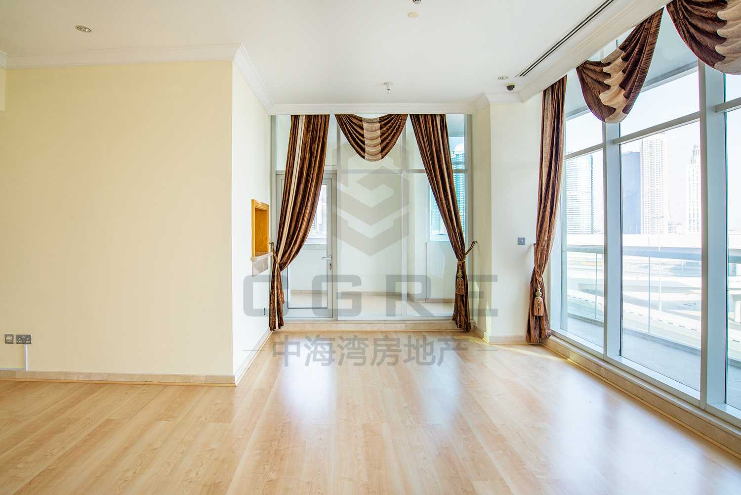 Spacious 2 BR | Huge balconies | Bright | Vacant