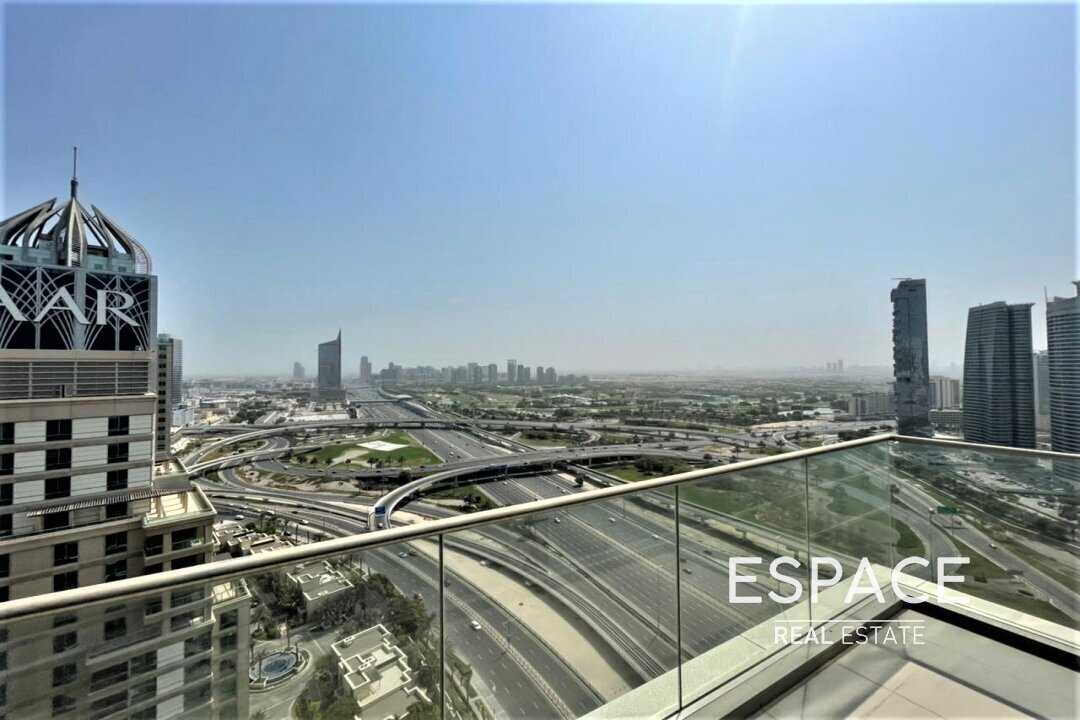 Penthouse Level | 2 Bedrooms | Golf Course View