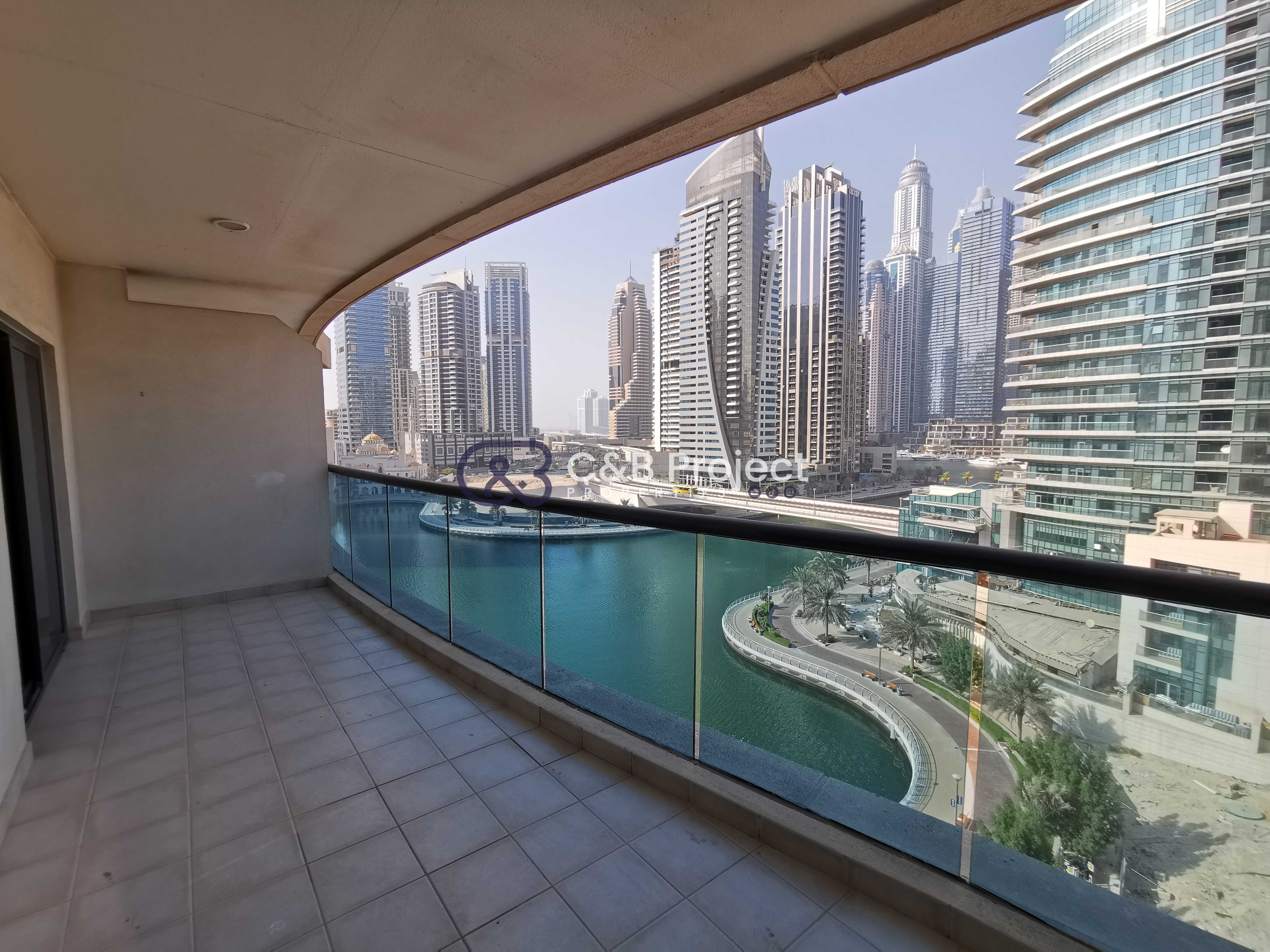 Chiller free Spacious with balcony and marina view