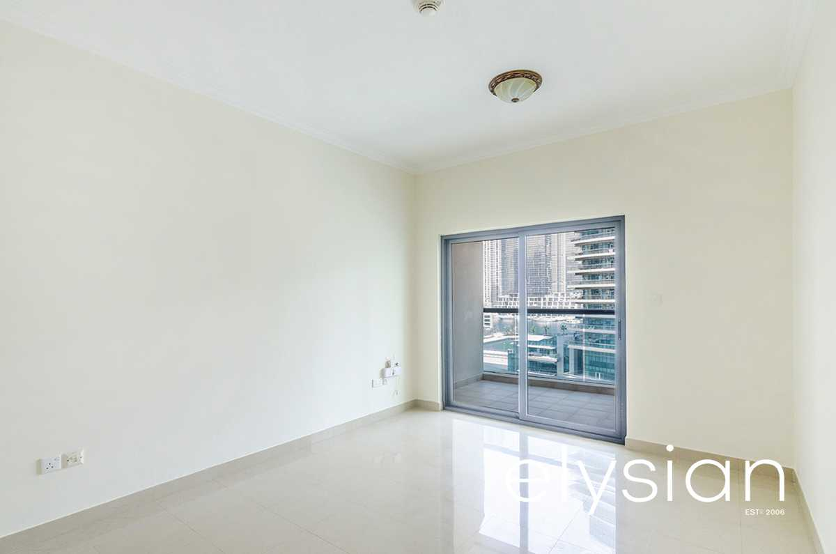 Marina View   Great Location   Spacious 1 Bed