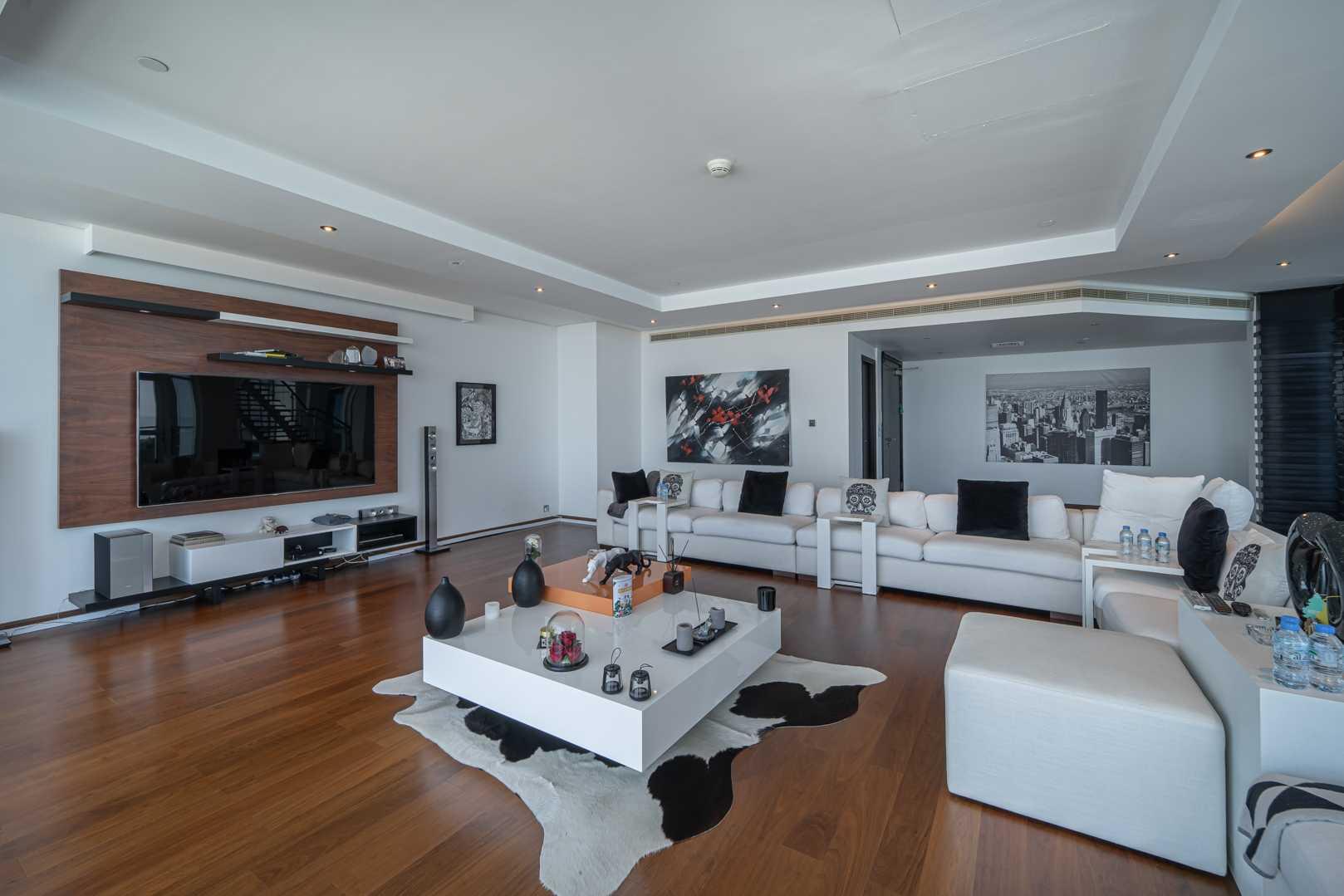 Upgraded duplex  Stunning 4br  Amazing views