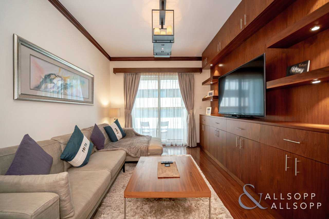 One Bed Apartment   Immaculate   Upgraded
