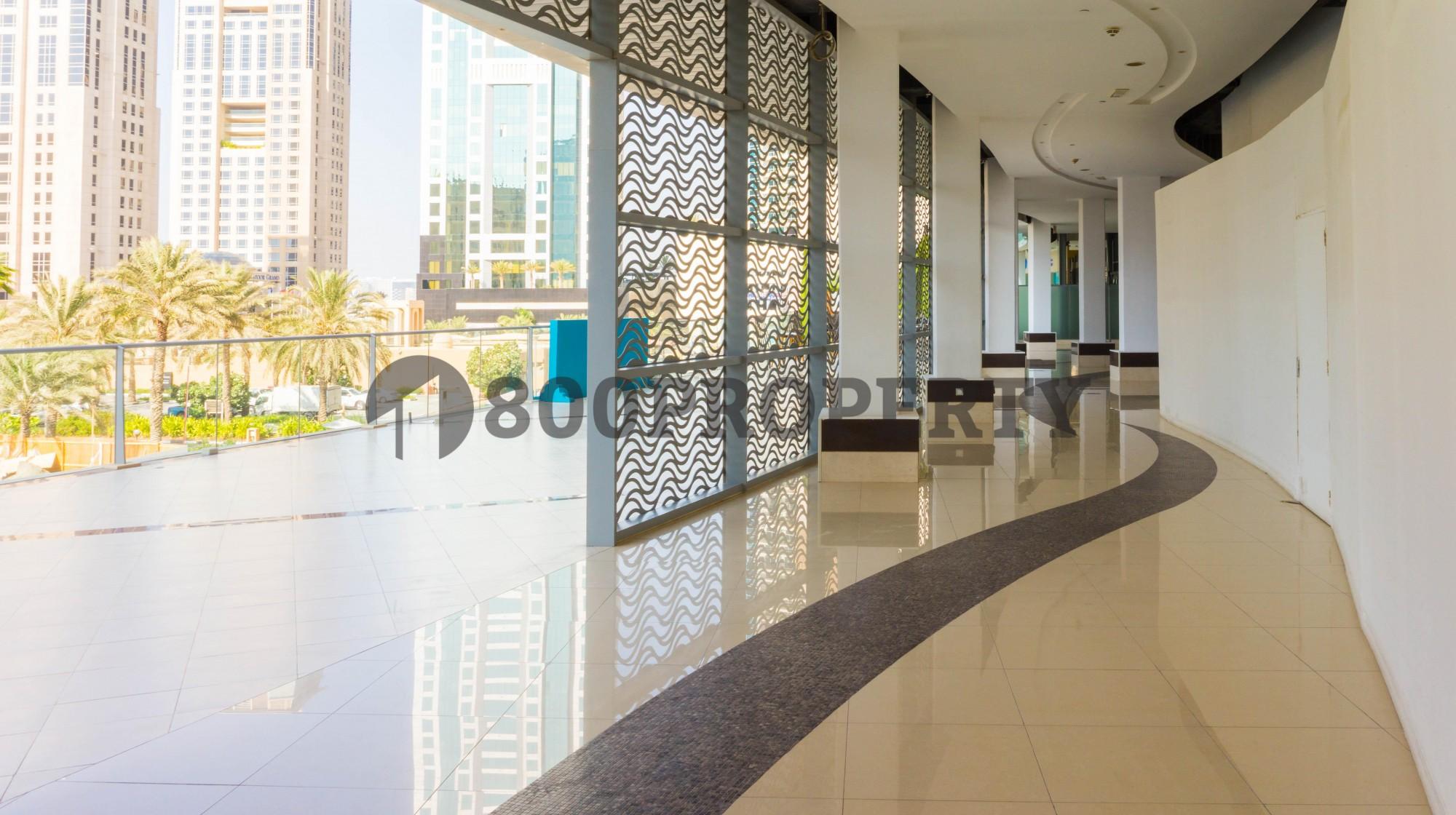 Retail space For Rent In Prestigious Marina