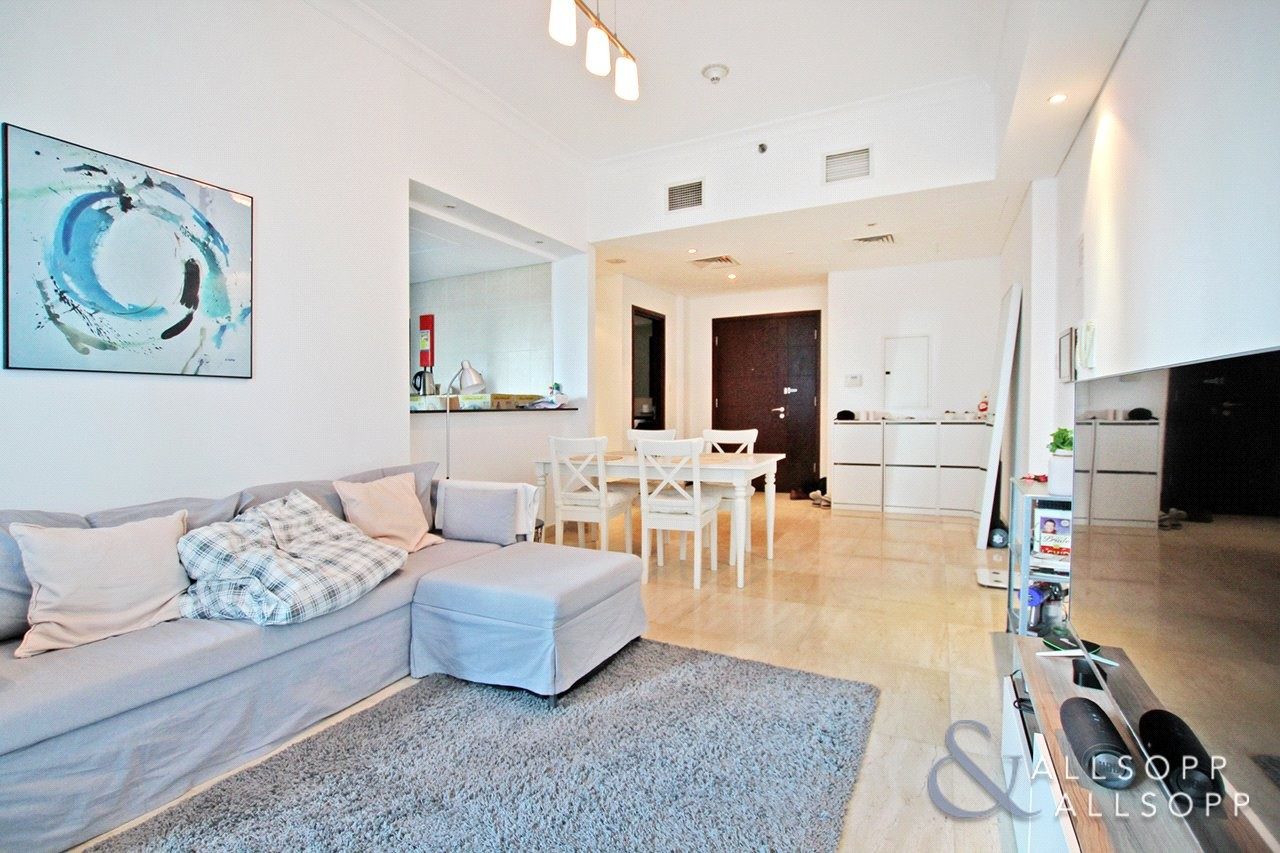 1 Bed | Immaculate | Close to the Beach