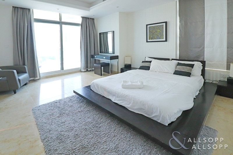 Huge Master Room   2 Bed   Close To Beach