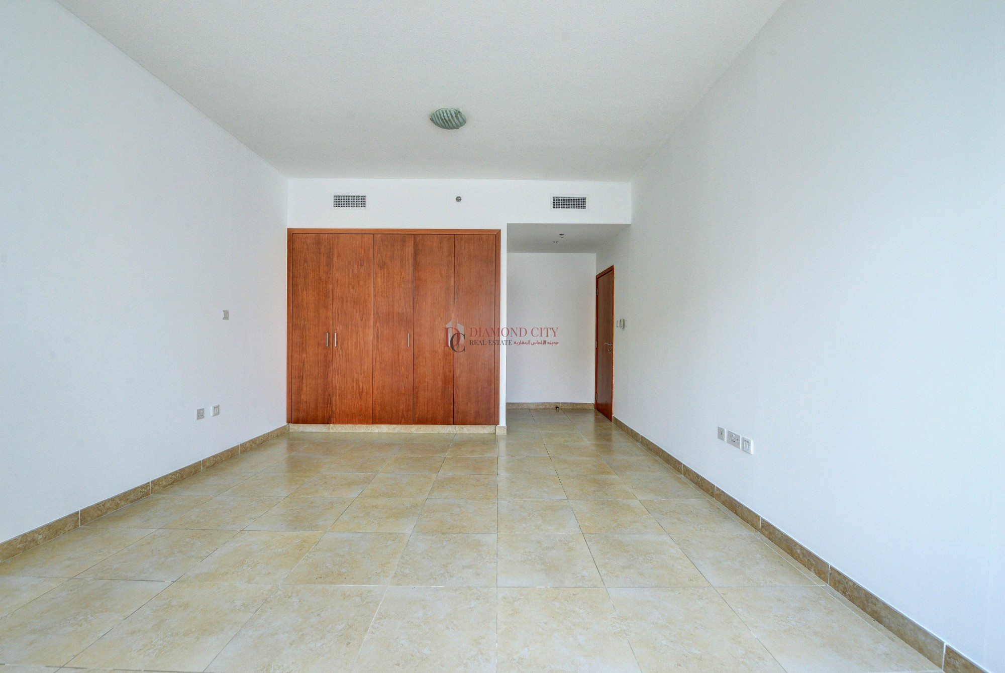 *Nice 1BR Higher Floor With Shaikh Zayed View*