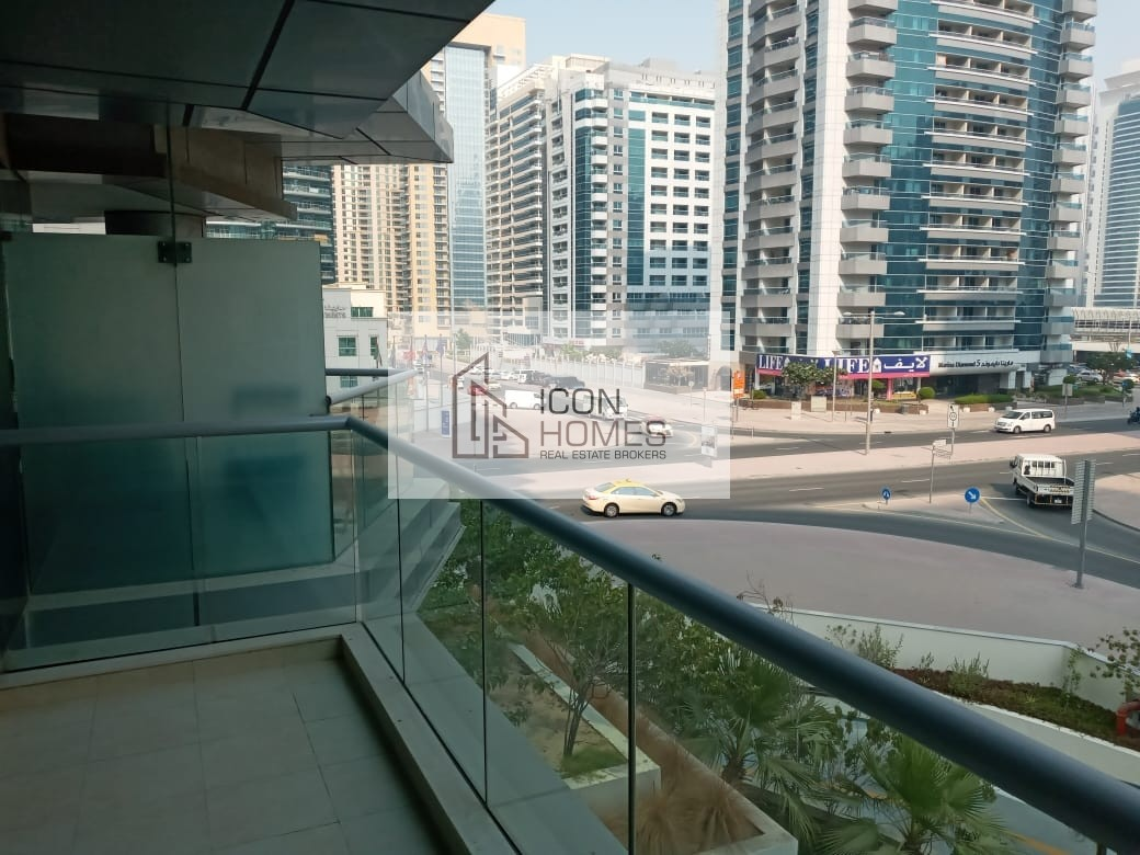 SPACIOUS 1 BEDROOM APARTMENT NEAR JBR