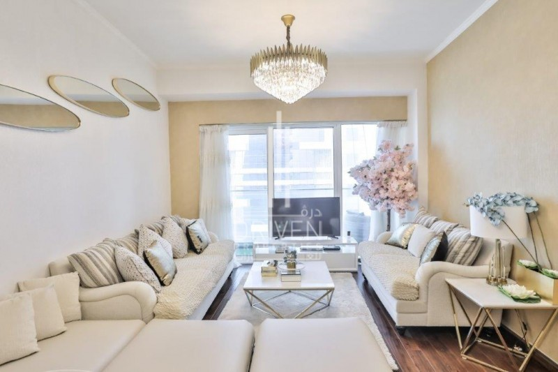 Elegant and Furnished Unit with Sea View