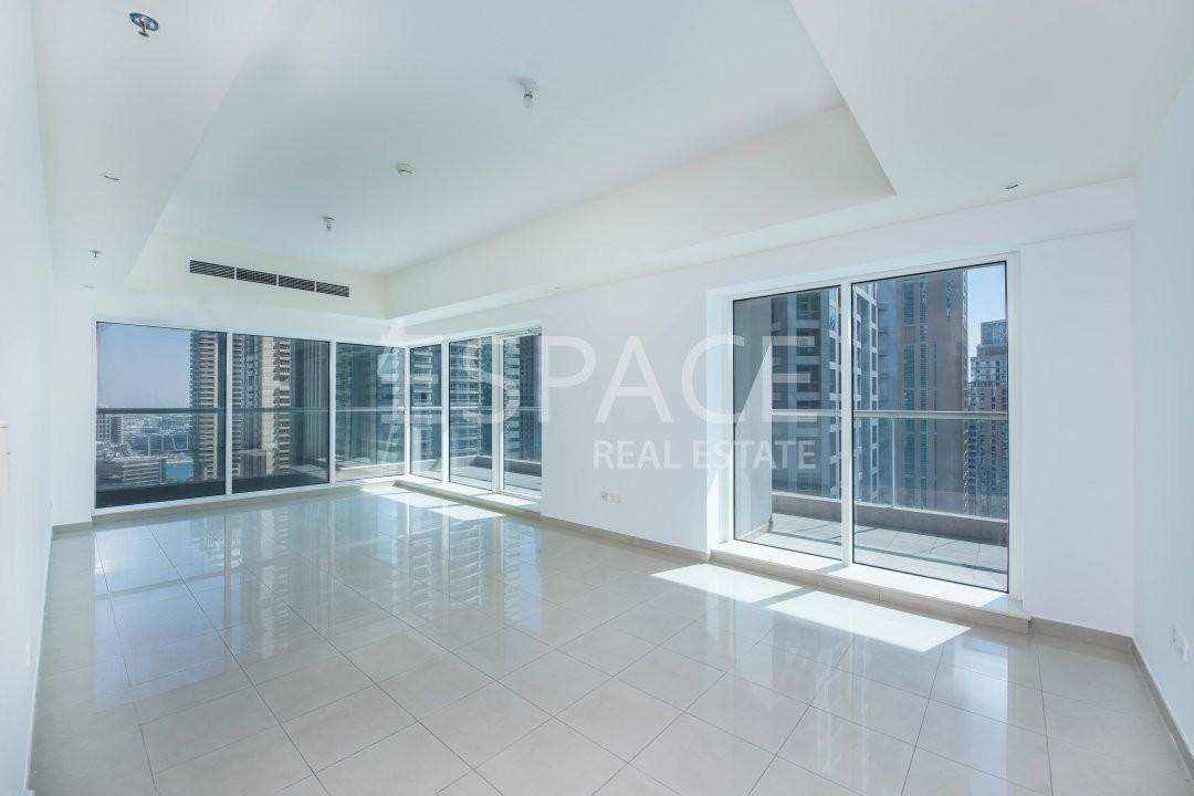 Unfurnished 3 Beds Plus Maid in Emirates Crown