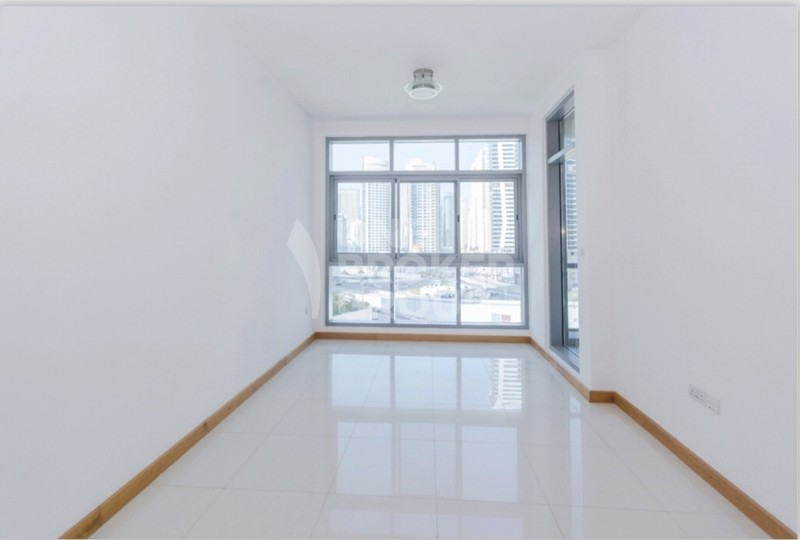Great PRICE! VACANT 1 Bedroom Apartment.