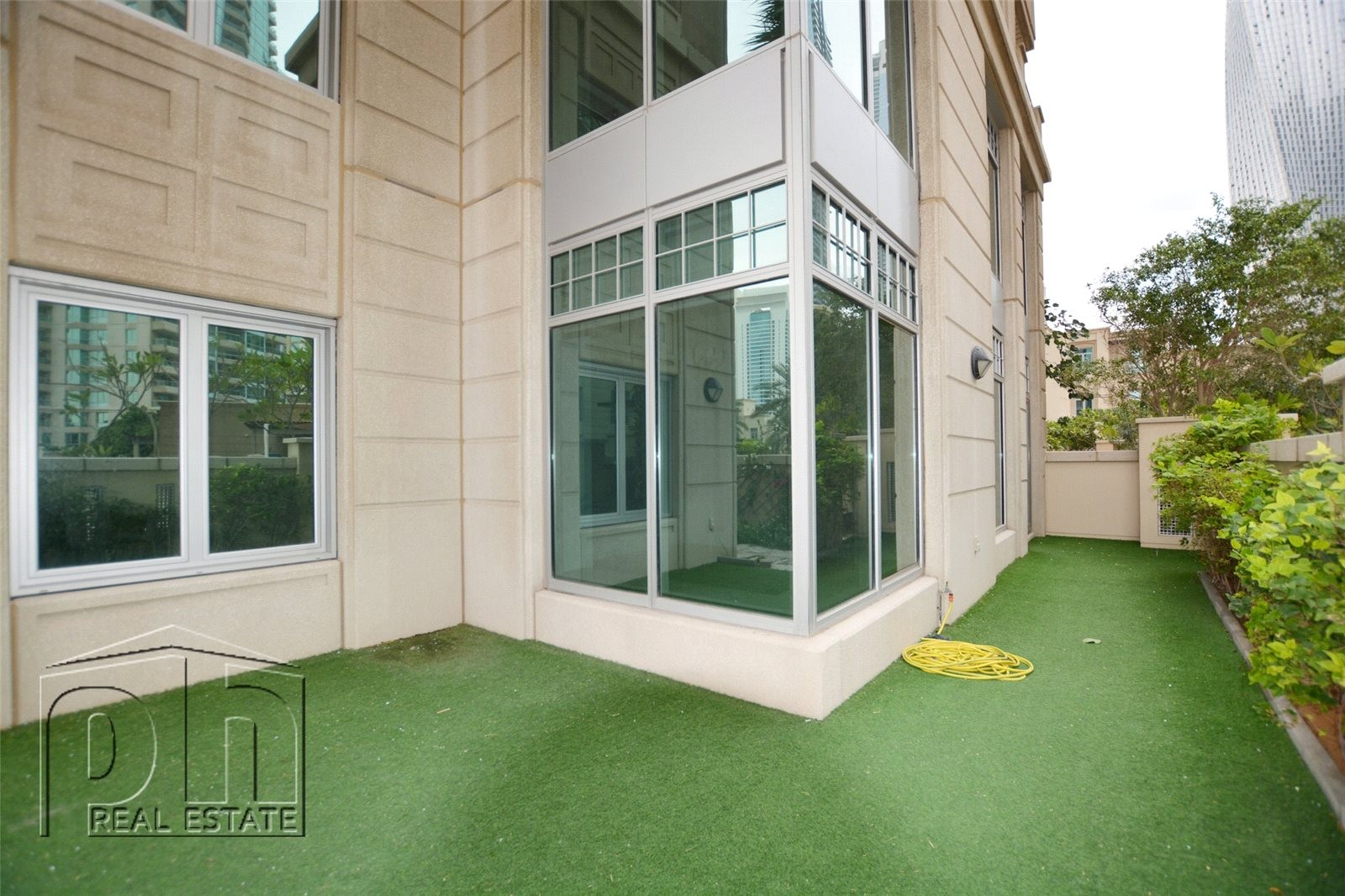 Beautiful Garden Apt- Upgraded 3 Bed+M- Chiller Free
