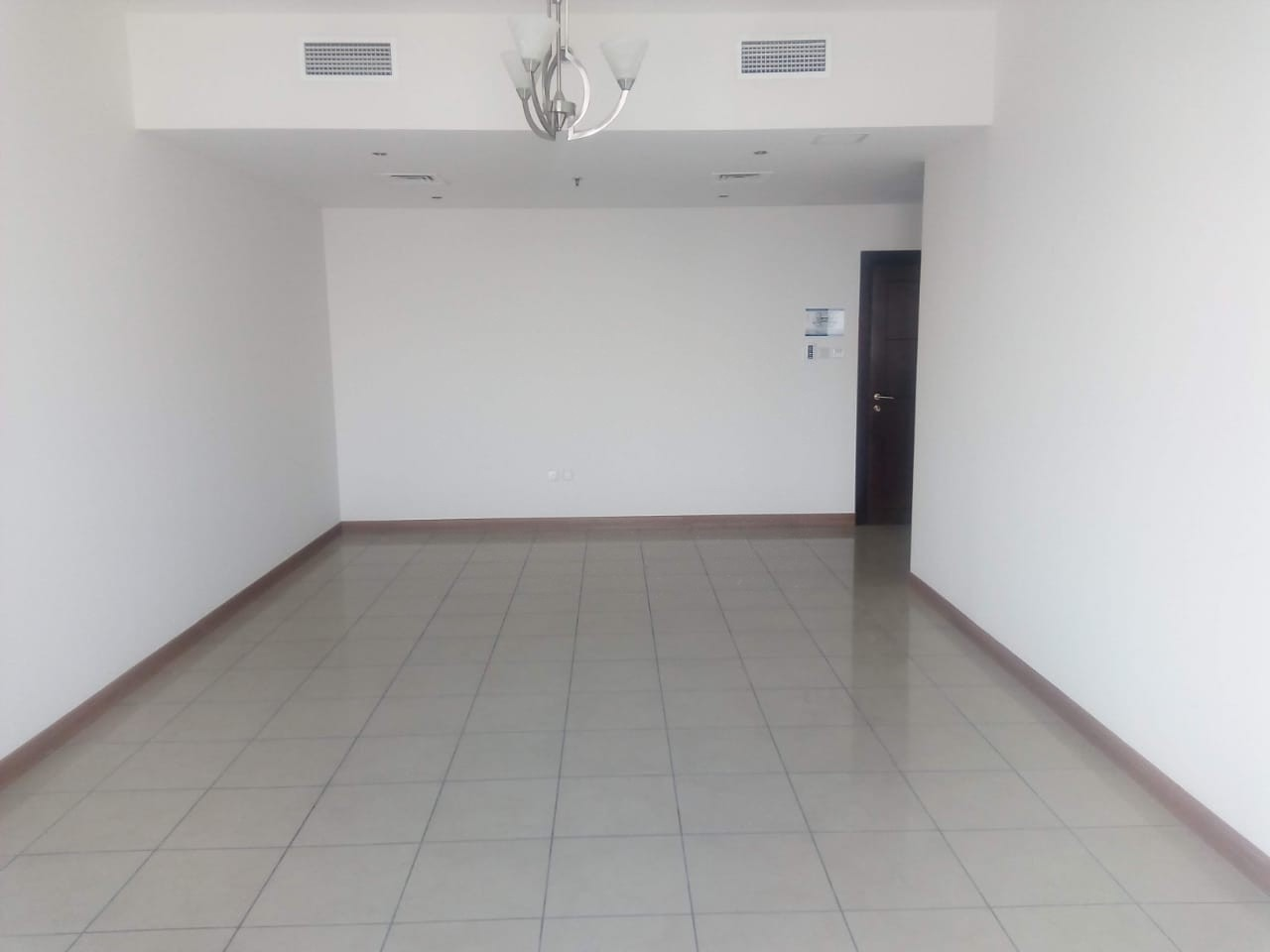 High floor |Unfurnished| 3 bedroom flat|Maids rm  for rent in Sulafa Tower