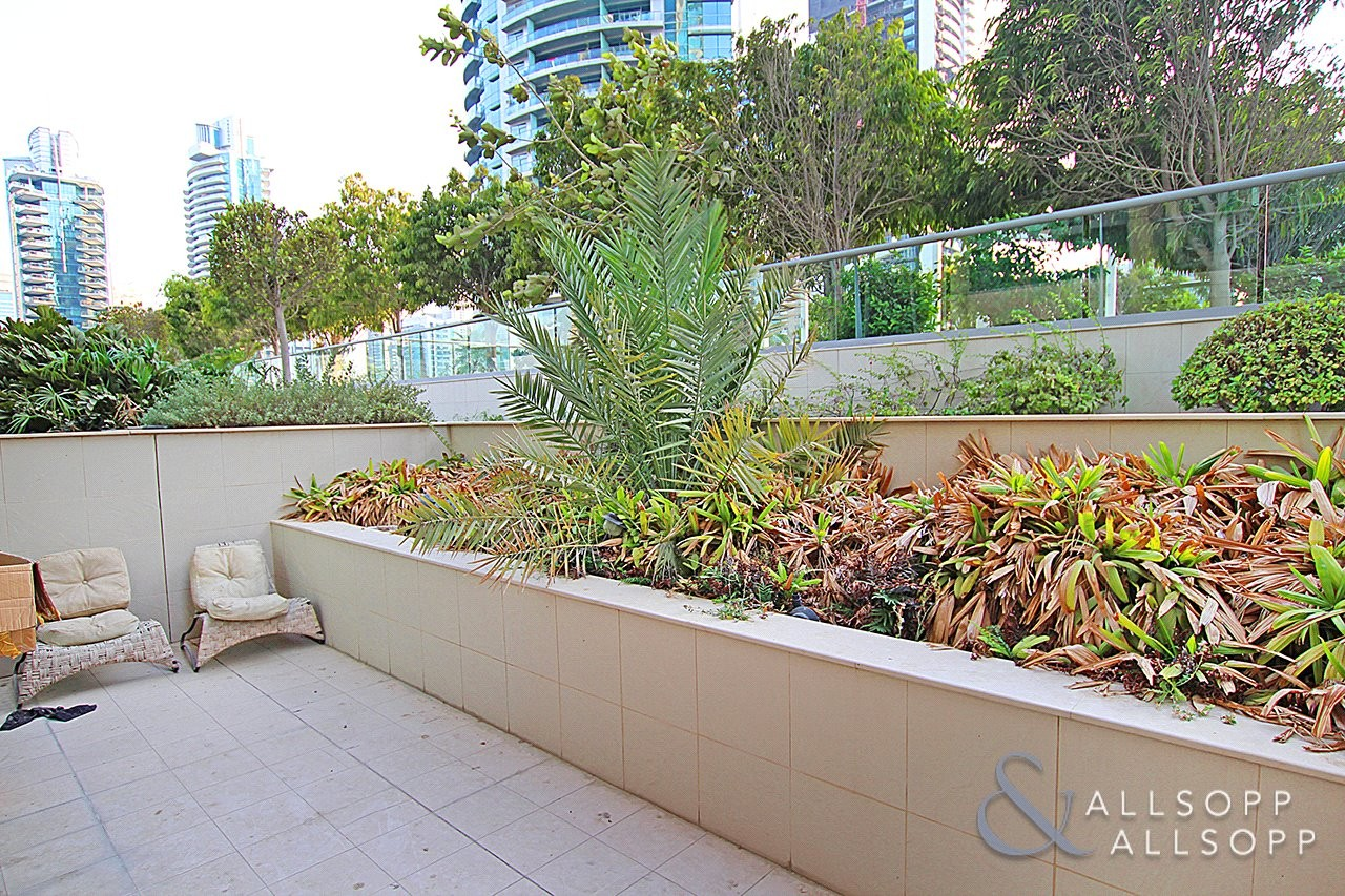 Private Garden   Community Views   1 Bed