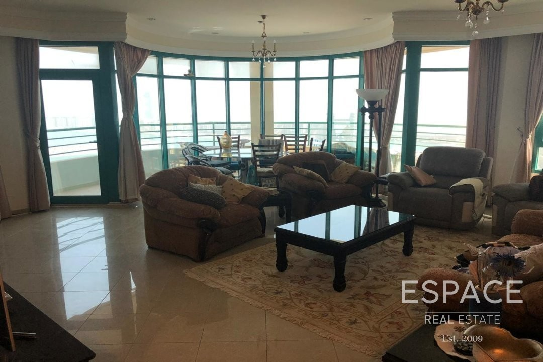 Luxurious | Open Living Space | Furnished