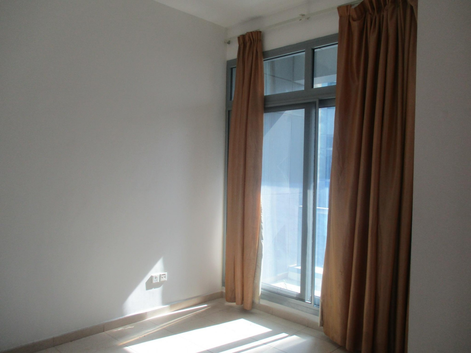 Chiller Free I 2 Bedroom Apartment Next to Metro Station