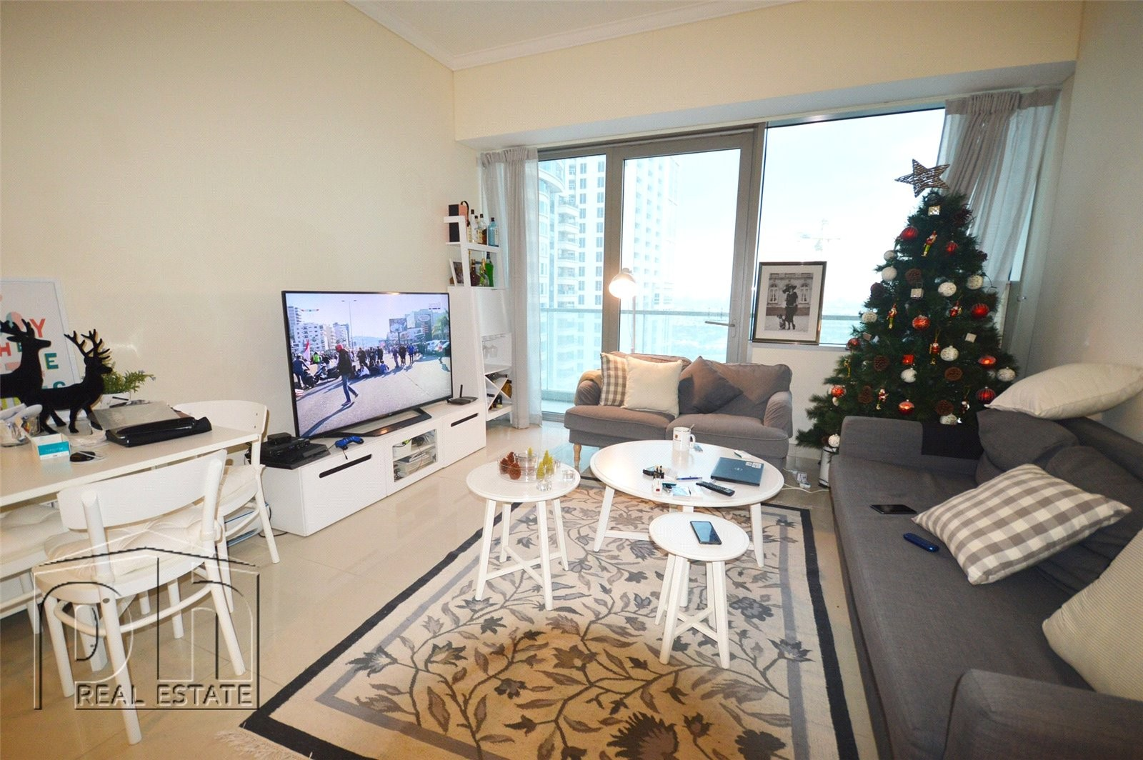 Apartment can be furnished or unfurnished