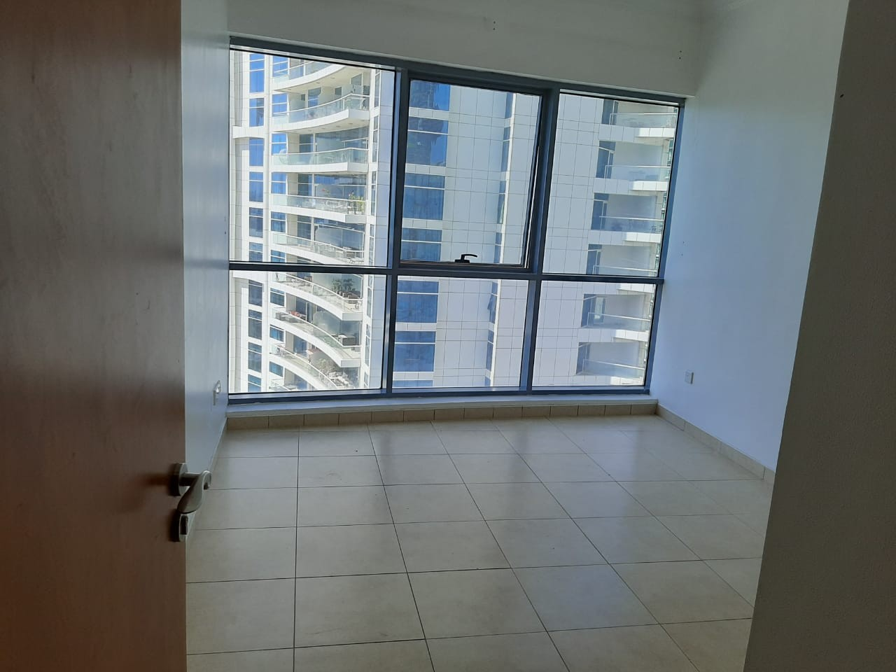 In Dubai Marina Hot Deal -1 Bedroom for rent in 45k  in Chiller Free building