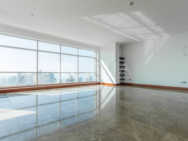 Immaculate Penthouse Great Location | Superb Views