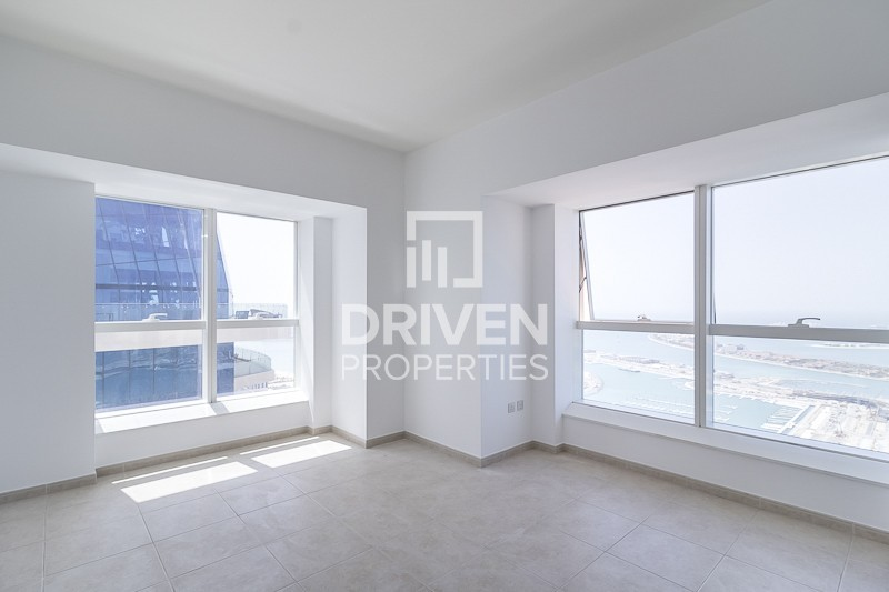 Bright 2 Bedroom Unit with Full Sea View
