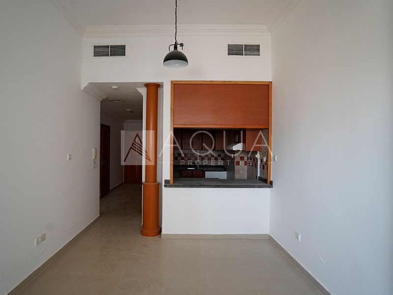 Chiller free | Closed to Metro | With Balcony