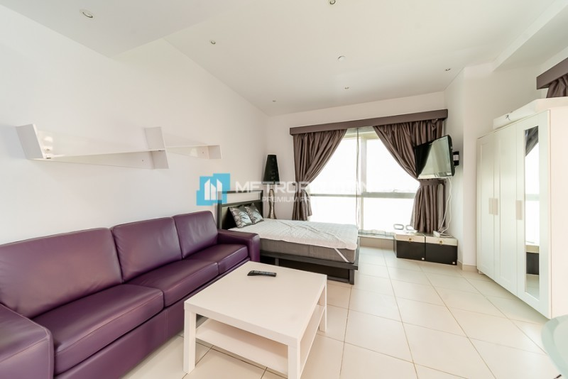 Large, Cozy Furnished Studio with huge Terrace