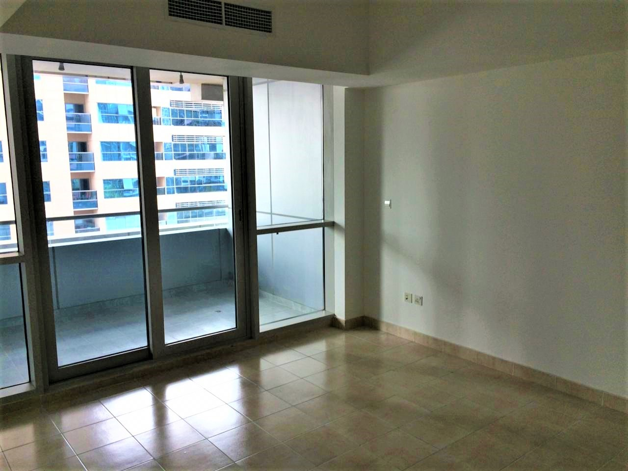 Spacious 1 Bedroom in The Waves Tower A