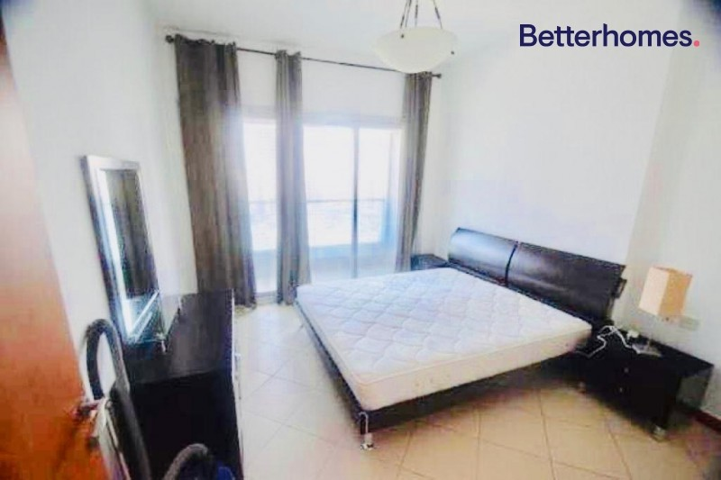 Furnished   Balcony   12 Cheques   Close to Metro