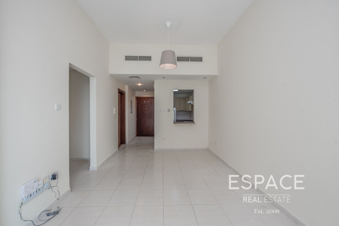 1 Month Free | Vacant | Amazing Location