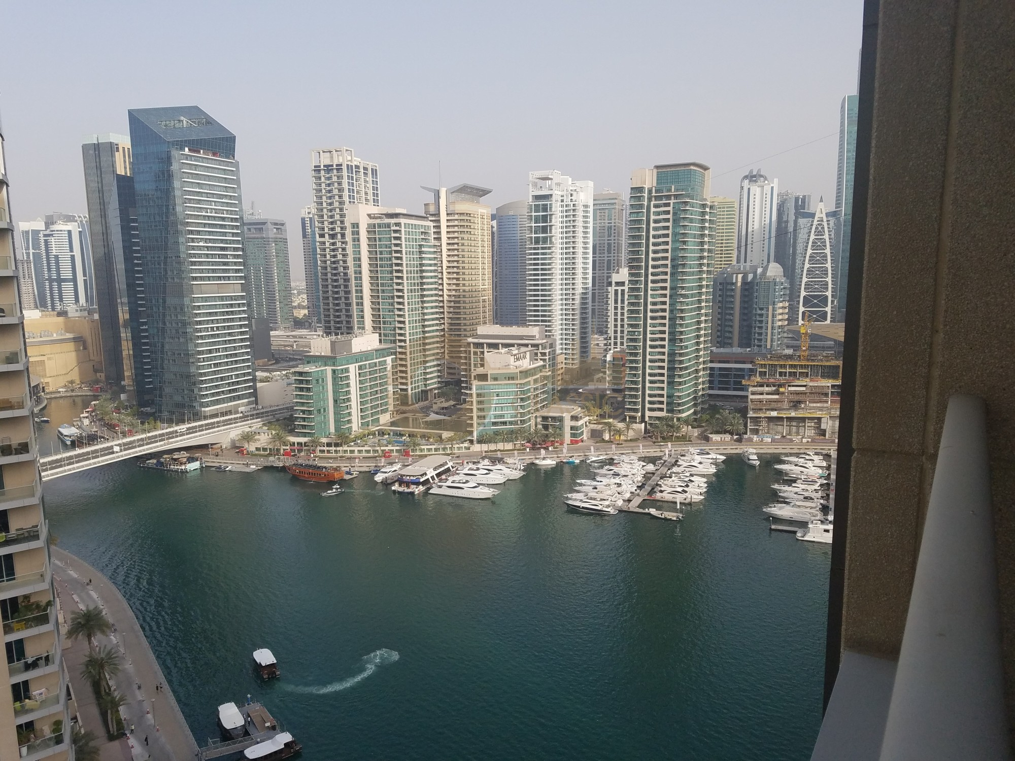 1 Bed in Marina Promenade - Beauport Tower Free AC