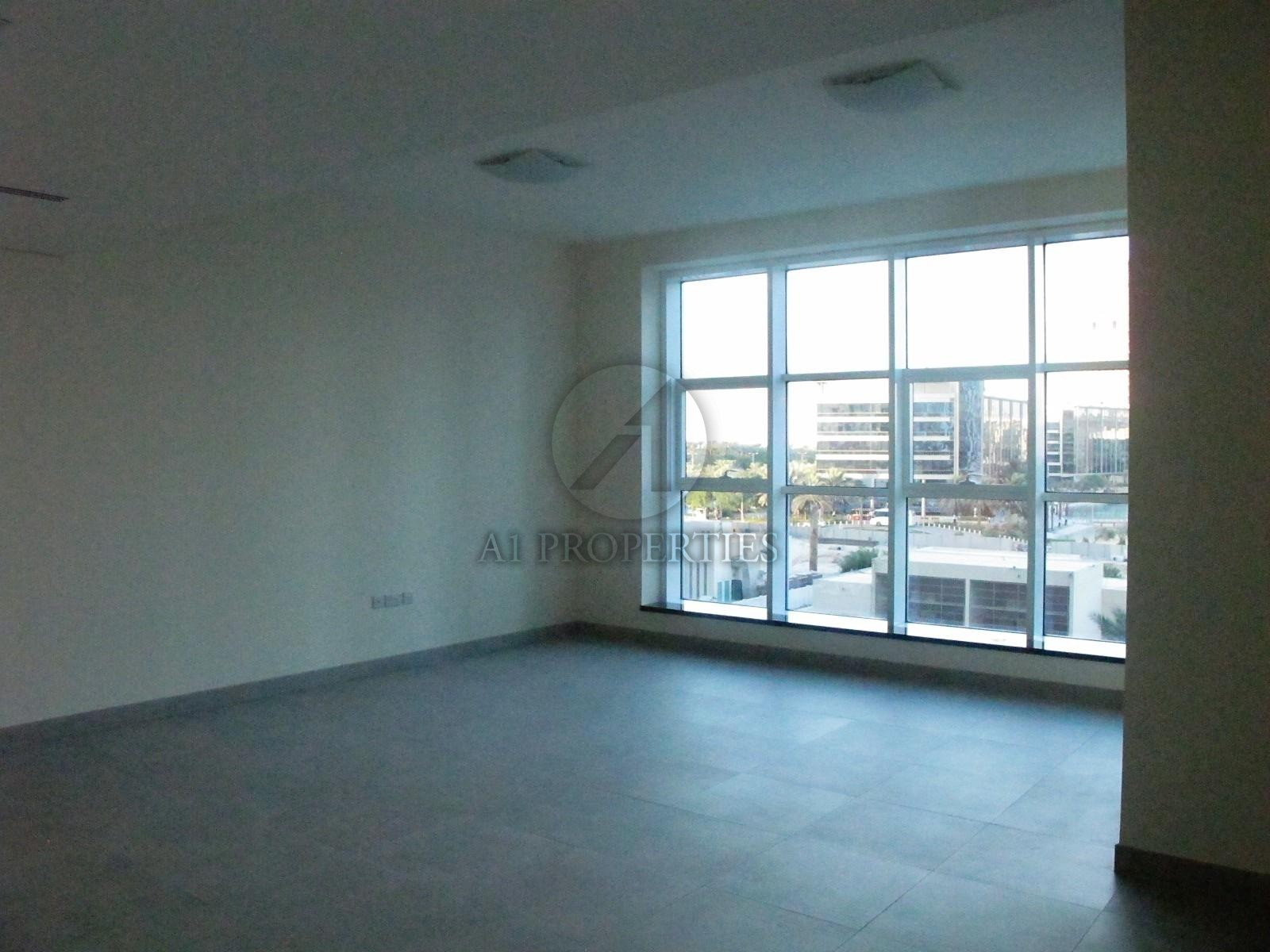 Vacant Bright Apartment with Good Layout