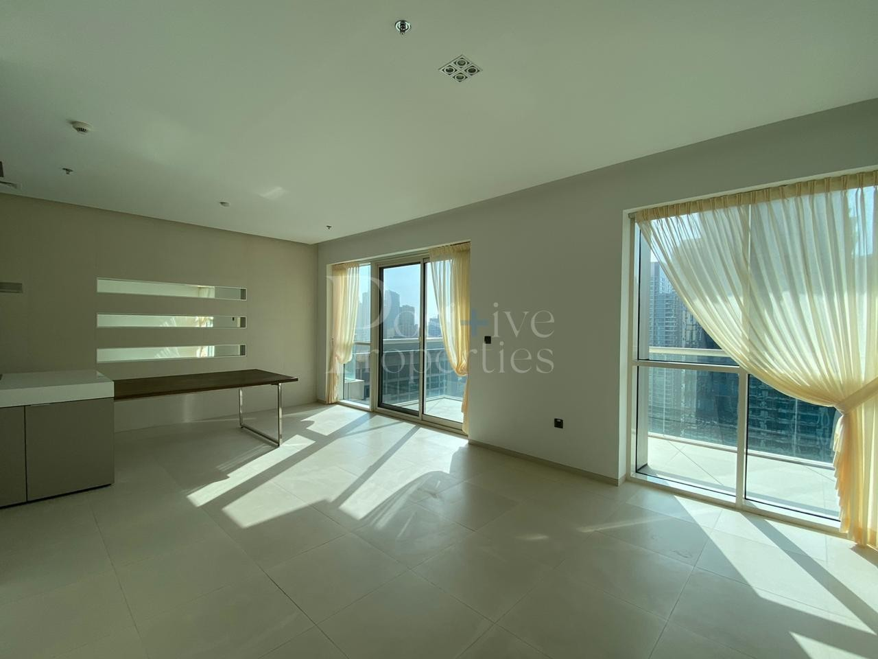 Large Balcony with Marina Views - Chiller Free