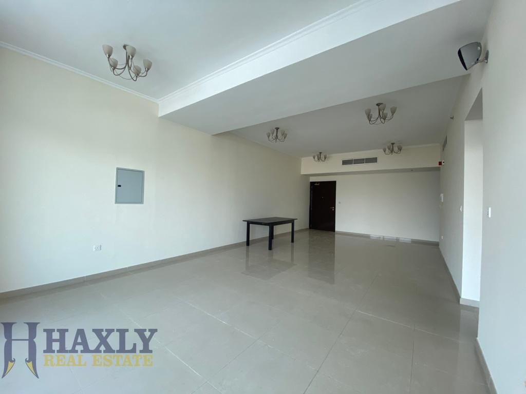 LARGE APARTMENT| UNFURNISHED | VACANT