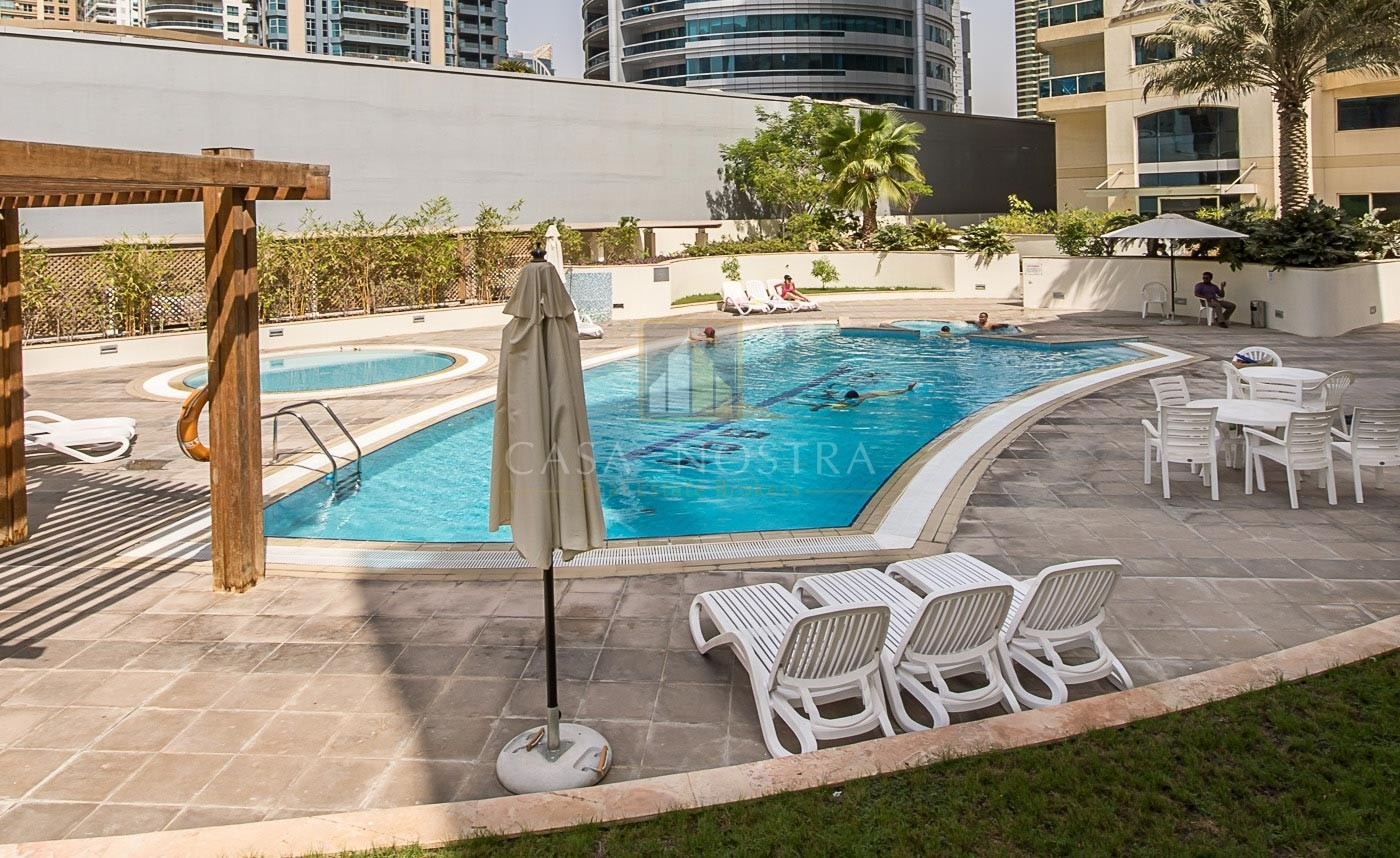 Pool View 2BR with Balcony White Goods in Kitchen