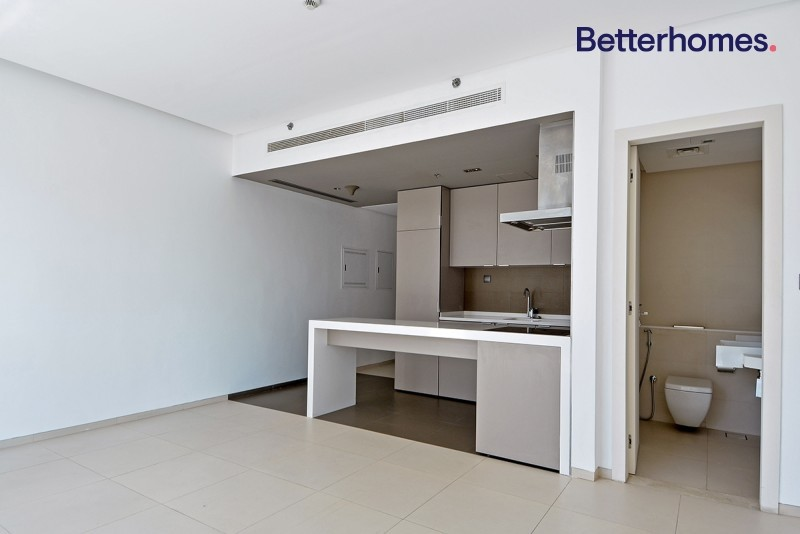 Chiller Free|Unfurnished|Modern|Balcony|Vacant