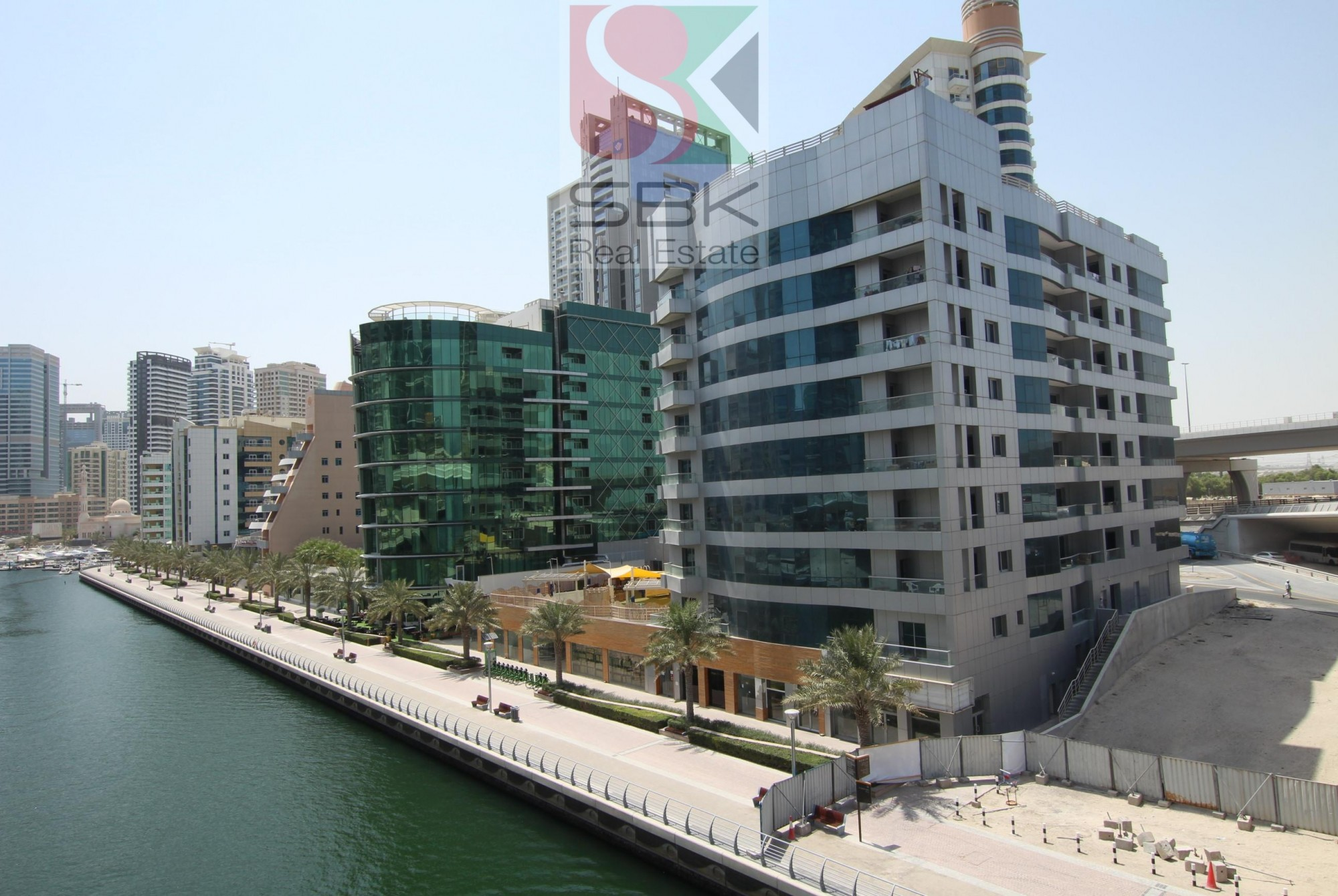Canal View | 1 BR | Closed Kitchen