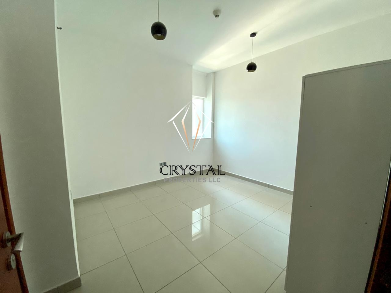Affordable 1 BR Apt | Balcony | Higher Floor | Marina Pinnacle