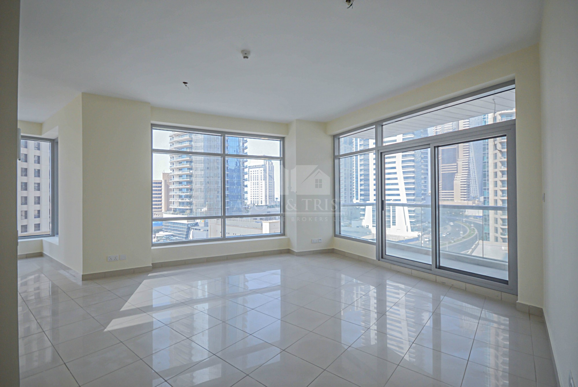 Large 1 Bed plus Study, Partial Marina view Rented