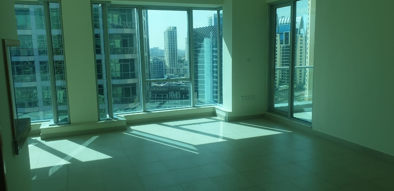 Spacious bright well maintained 2 bed on High floor